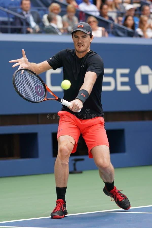 L'US Open 2017 doubles mélangés soutiennent Jamie Murray de la Grande-Bretagne dans l'action pendant le match final photographie stock libre de droits