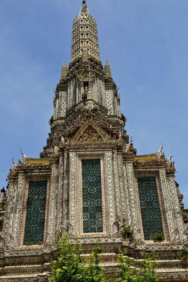 l'usine ensoleillée de l'Asie Thaïlande Bangkok colore le MOS de religion image stock