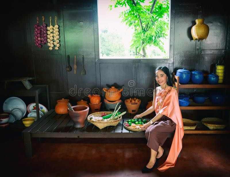 L'uso di signora Thailand tailandese produce l'alimento fotografia stock