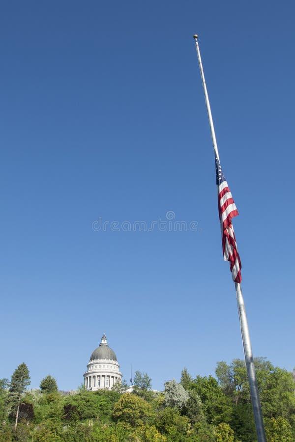 L'Utah stato capitol costruzione 23 luglio 2015 e bandiera fotografia stock libera da diritti