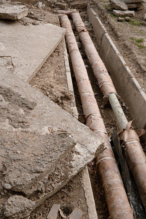 L'utilità sotterranea ed il tubo d'alimentazione pongono al cantiere Riparazione del delivery system dell'acqua immagini stock