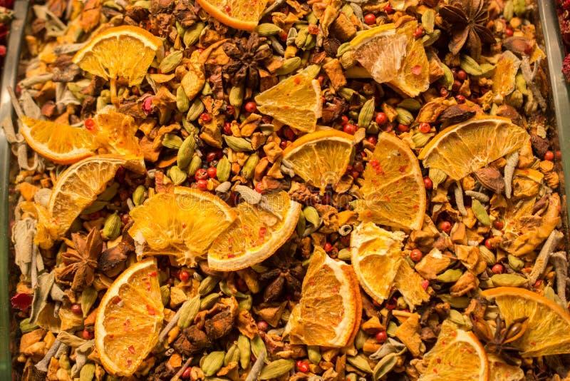 l venda seca natural do fruto no mercado foto de stock