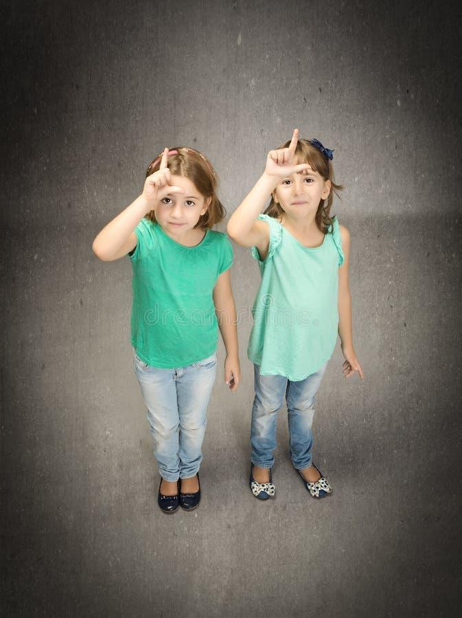 L voor verliezerskinderen stock afbeelding