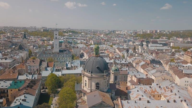 L'vov, Ucraina Citt? aerea Leopoli, Ucraina Panorama di vecchia citt? domenicano fotografie stock
