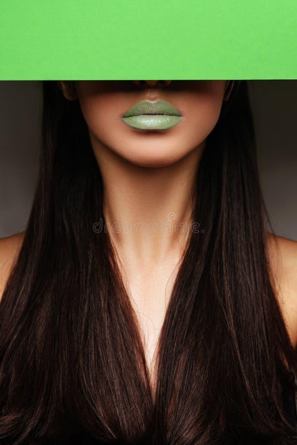 L?vres et plan rapproch? sexy verts de mode Ouvrez la bouche photo stock