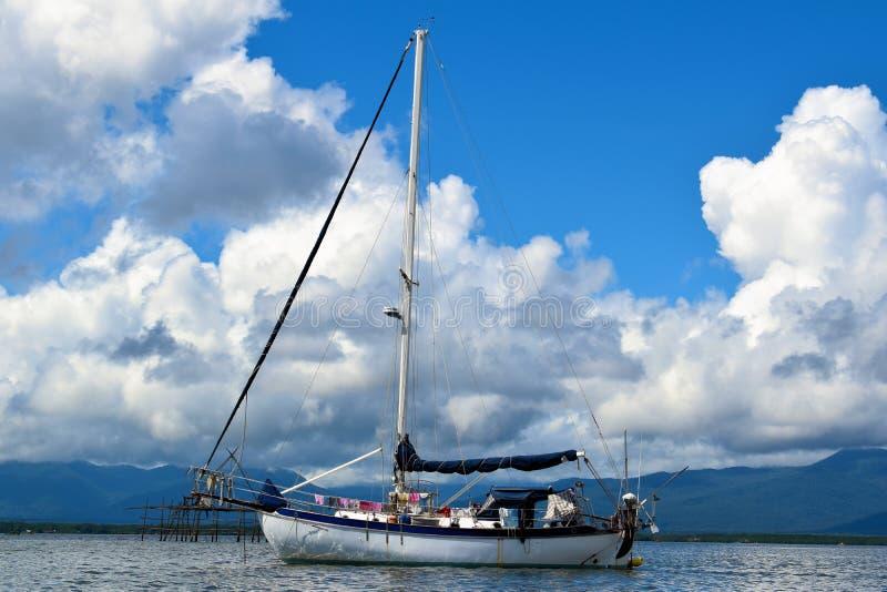 L'yacht è una casa reale per i viaggiatori fotografia stock