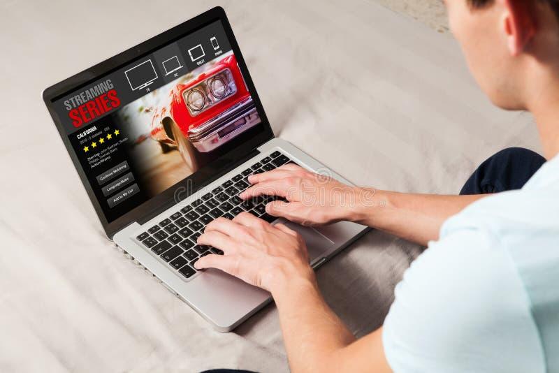 Lać się serii usługa na laptopie fotografia stock