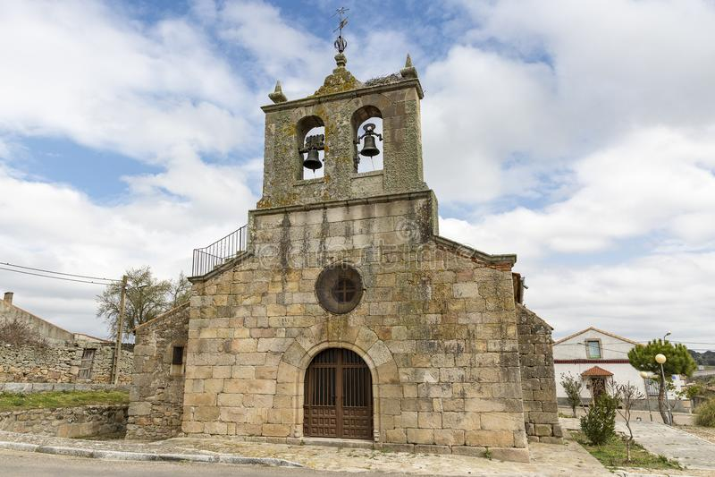la亚松森教区教堂在丰特斯de Onoro村庄 库存图片