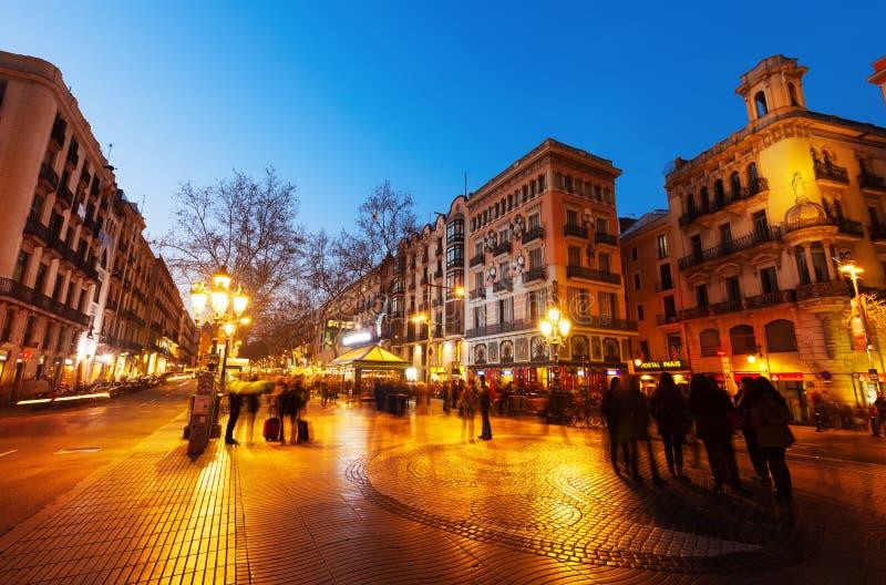 La兰布拉在夜 巴塞罗那 免版税库存照片