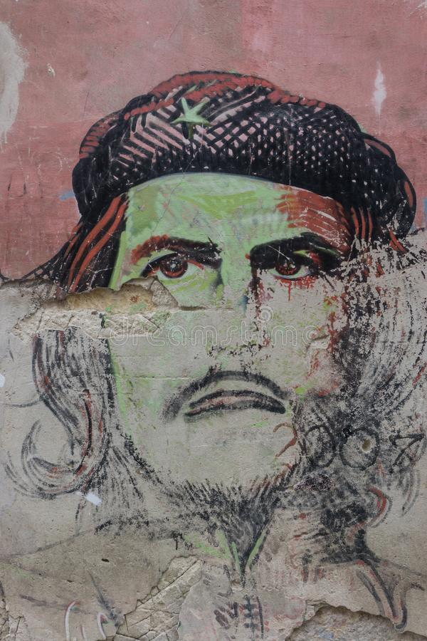 La哈瓦那,古巴, 2017年1月9日:切・格瓦拉在墙壁上的画象街道画 免版税库存照片