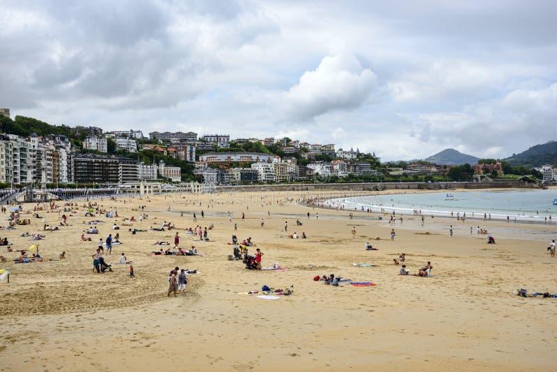 La在圣塞瓦斯蒂安佩斯巴斯克语西班牙的外耳海滩 免版税库存照片