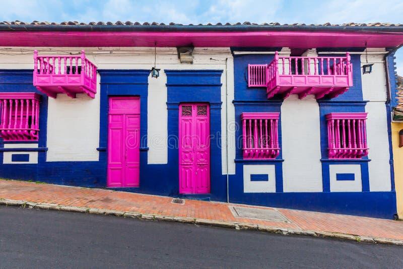La坎德拉里亚角五颜六色的街道波哥大哥伦比亚 库存照片