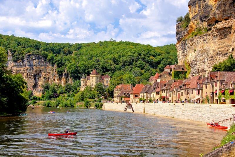 La沿多尔多涅省河,法国的Roque Gageac村庄  免版税图库摄影