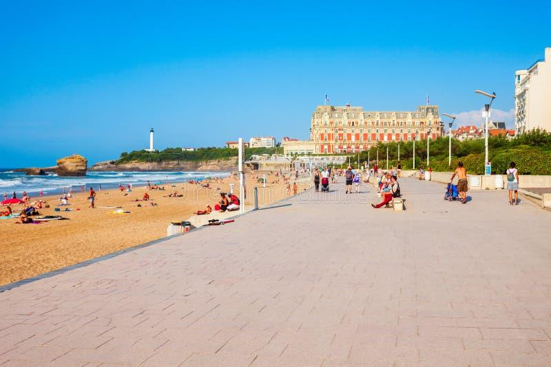 La重创的色球海滩,比亚利兹 免版税库存图片