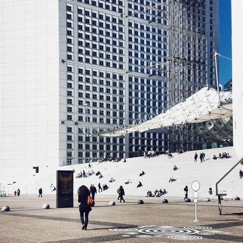 La重创的arche de la defense,巴黎的商业区 库存图片