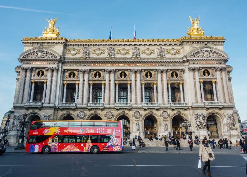La ópera Garnier en París, Francia foto de archivo