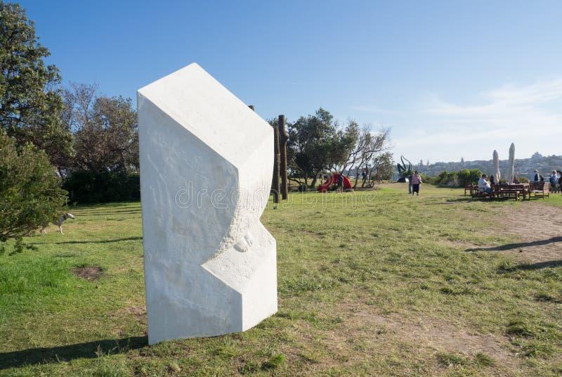 La 'escultura temprana 'es ilustraciones esculturales de Dale Miles en la escultura por los acontecimientos anuales del mar libre imagen de archivo libre de regalías