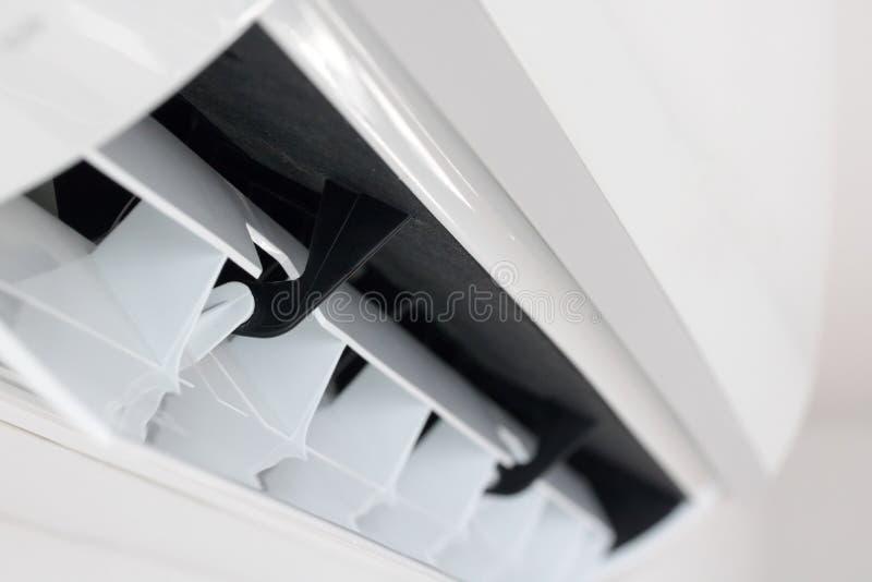 La activaci?n del acondicionador de aire, cierre encima de la visi?n foto de archivo libre de regalías