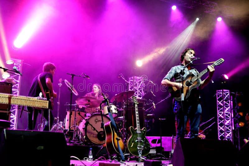 La actuación en directo de Barr Brothers (banda) en el festival de Bime imagen de archivo libre de regalías