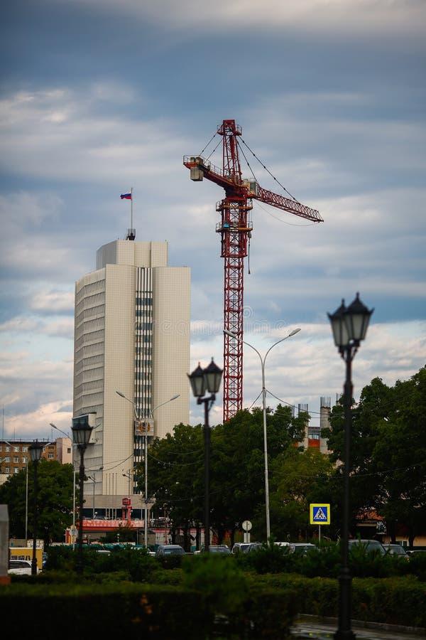 La administraci?n de la salud del territorio de Primorsky despu?s de la lluvia contra el contexto de un cielo hermoso imagenes de archivo
