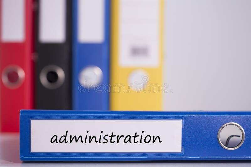 La administración en carpeta azul del negocio imagen de archivo