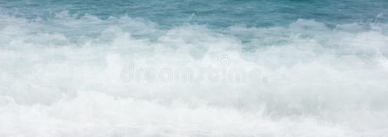 La agua de mar de la bandera del web agita el fondo de la espuma imagen de archivo libre de regalías