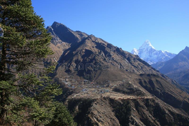 Download La aldea en el Himalaya foto de archivo. Imagen de trepador - 7285002
