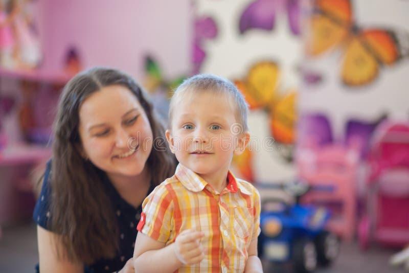 La alegría de la niñez Mama y bebé imágenes de archivo libres de regalías