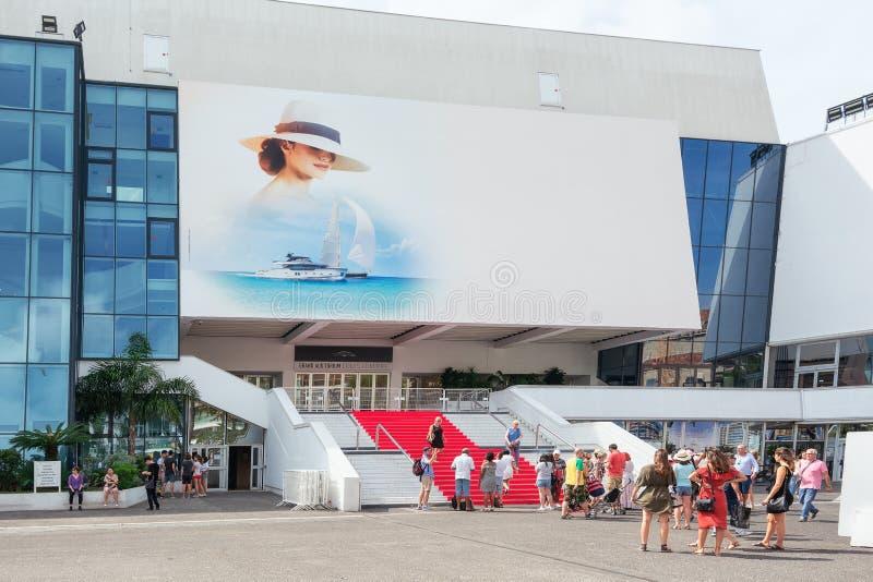 La alfombra roja famosa del festival de cine en Cannes imagenes de archivo