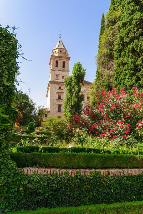 Torre della chiesa di St Mary, Alhambra di Granada Spagna. diciassettesimo centu fotografia stock