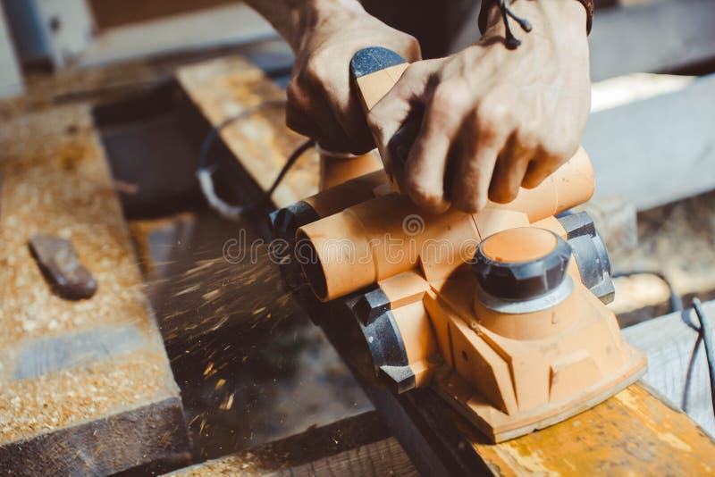 La alisadora de proceso de madera fotografía de archivo