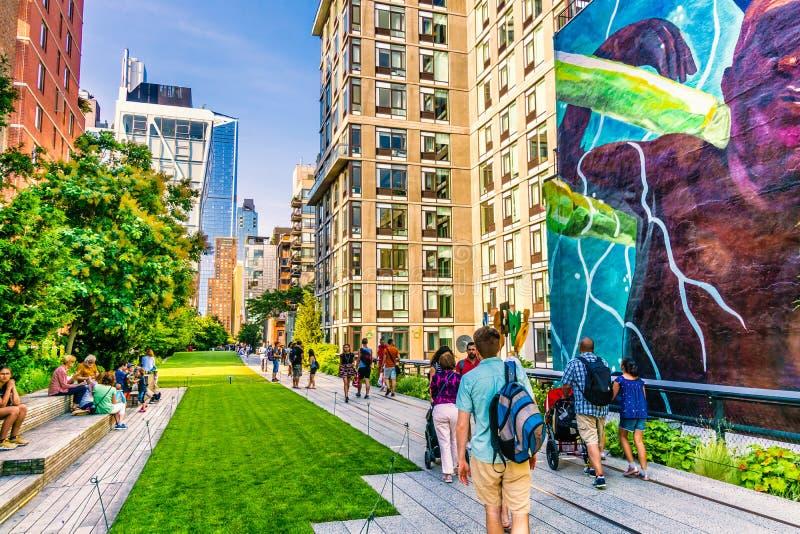 La alta línea parque en Manhattan Nueva York El parque urbano es popular por los locals y los turistas fotografía de archivo libre de regalías