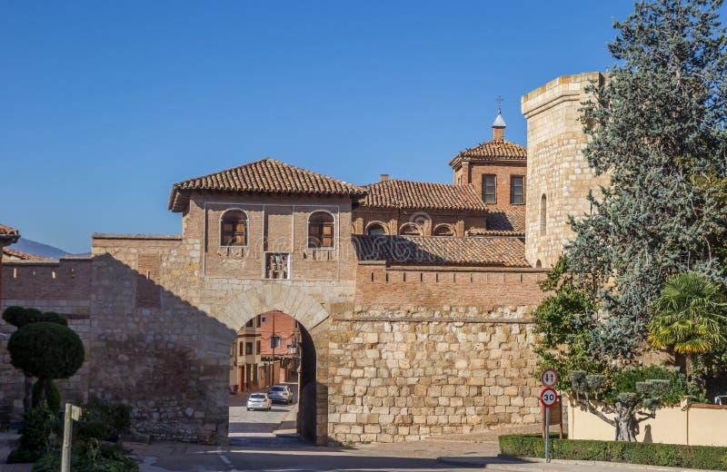 La alta puerta de Daroca imagen de archivo libre de regalías