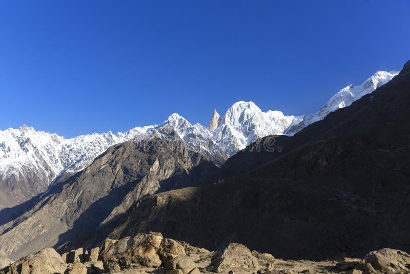La altitud máxima del melindre 6.200 M en las montañas del karakoram sonó fotos de archivo