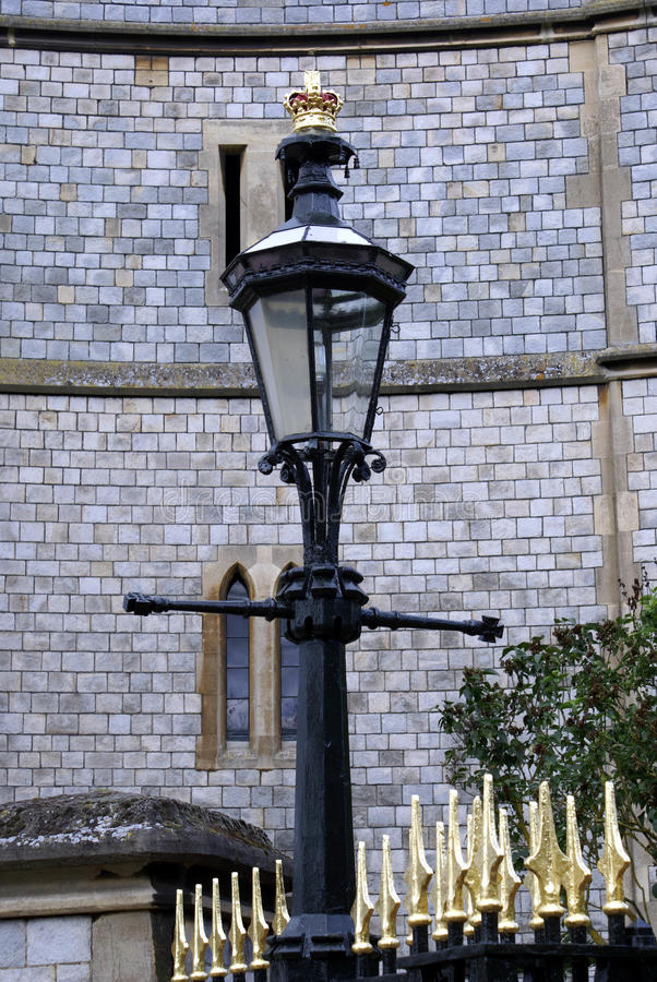 La antigüedad del vintage esculpió la lámpara, castillo de Windsor, Inglaterra foto de archivo