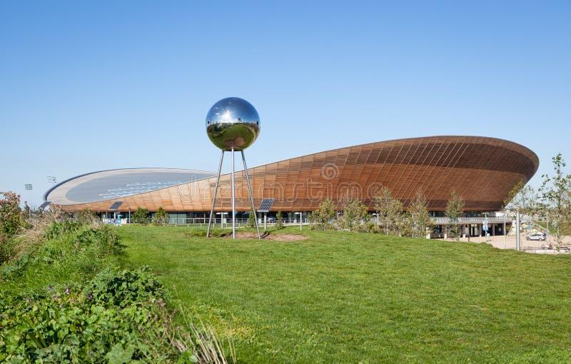 La arena de ciclo del velódromo en la reina Elizabeth Olympic Park imagenes de archivo