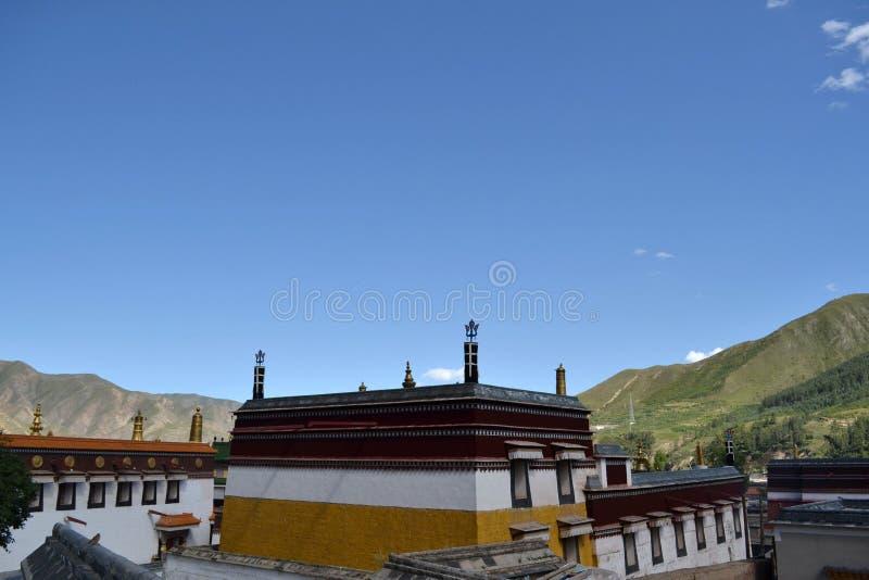 La arquitectura alrededor de Labrang Monastery en Xiahe, Amdo Tíbet imagen de archivo