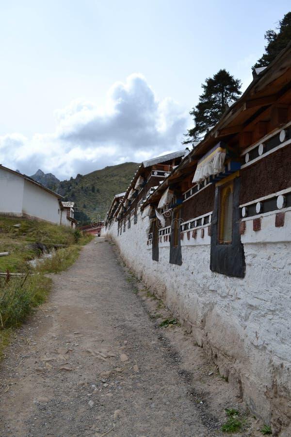 La arquitectura alrededor del templo tibetano Kirti/Kerti Gompa con fotografía de archivo