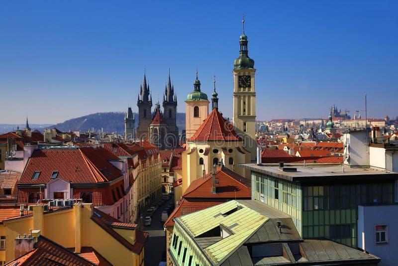 La arquitectura de las casas viejas, ciudad vieja, Praga, República Checa imagenes de archivo