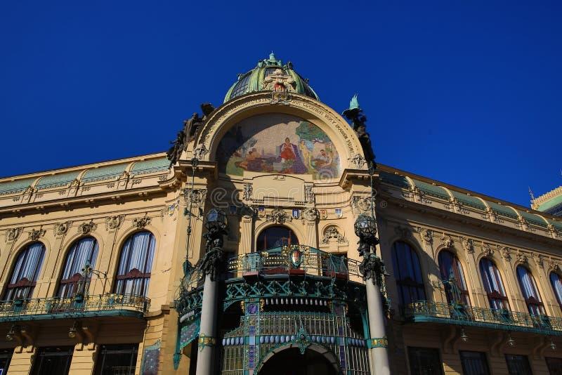 La arquitectura de las casas viejas, cuadrado de Repiblika, Praga, República Checa imagenes de archivo