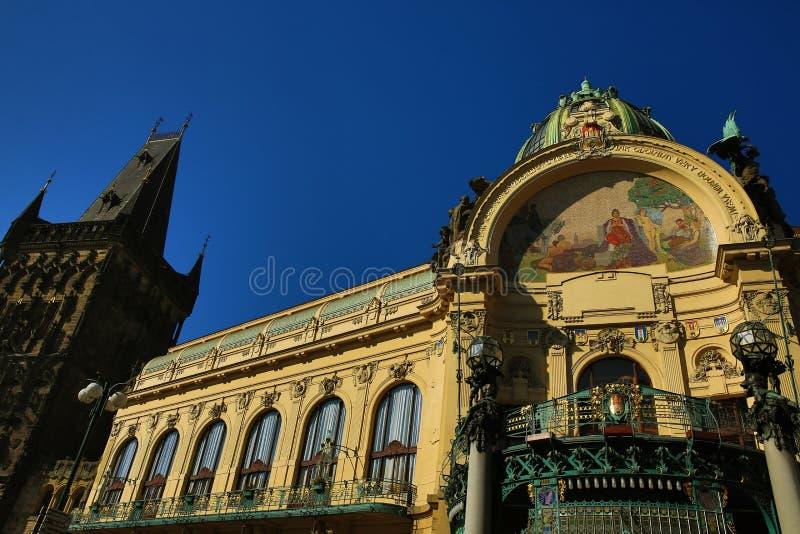 La arquitectura de las casas viejas, cuadrado de Repiblika, Praga, República Checa imagen de archivo