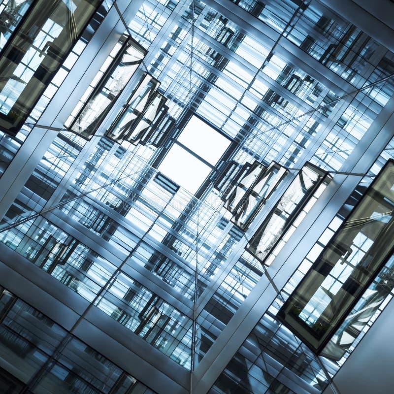 La arquitectura detalla la fachada de cristal que construye el fondo abstracto imagen de archivo libre de regalías