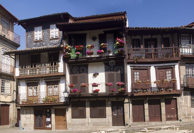 La arquitectura florece Guimaraes Portugal imagen de archivo