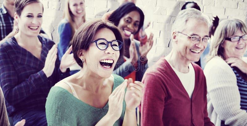 La audiencia aplaude concepto del entrenamiento del aprecio de Happines que aplaude imagen de archivo libre de regalías