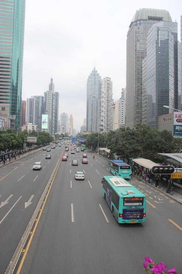 La avenida shennan recta en el ¼ ŒAsia de Œchinaï del ¼ del shenzhenï imagenes de archivo