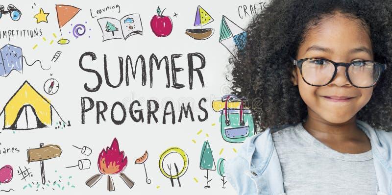 La aventura del campo de los niños del verano explora concepto foto de archivo