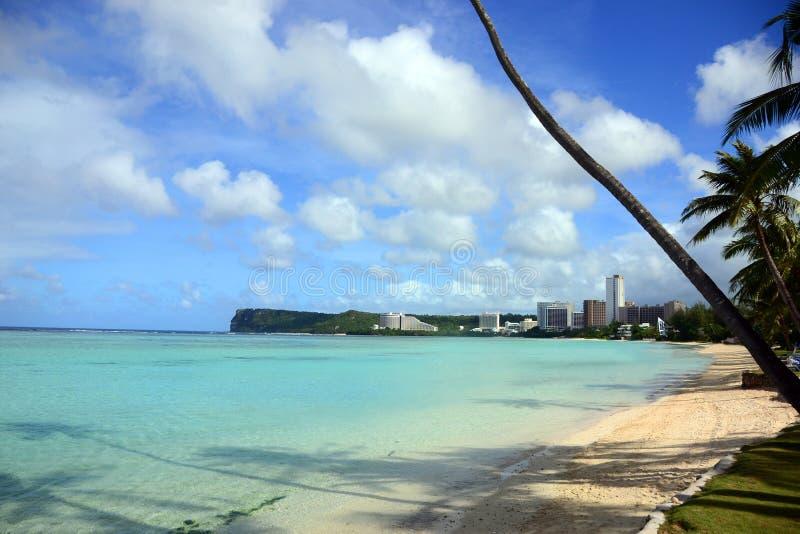 La bahía de Tumon localizó Tamuning, Guam imágenes de archivo libres de regalías