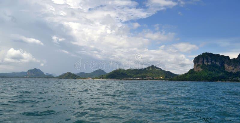 La baia di Ao Nang con la spiaggia di Nopparat Thara, la spiaggia di Ao Nang e Pai Plong Beach immagine stock libera da diritti