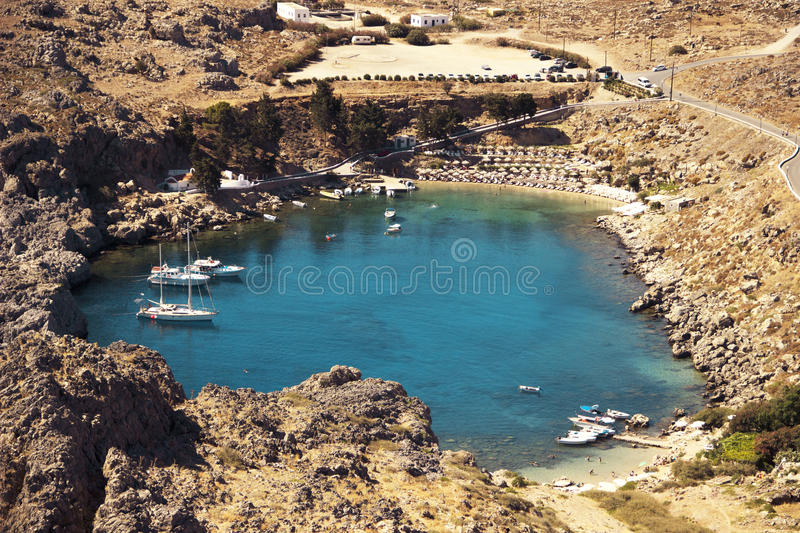 La baia di St Paul in Lindos, Grecia immagine stock