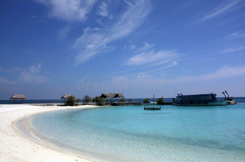 La baia di un'isola, Maldives immagini stock